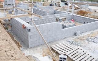 Construction des fondations d'une maison